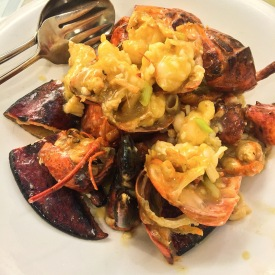 Live Lobster in Superior Broth (上汤焗龙虾煎米粉底)